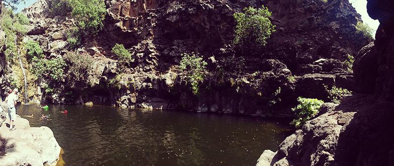 Озеро у водопада Завитан